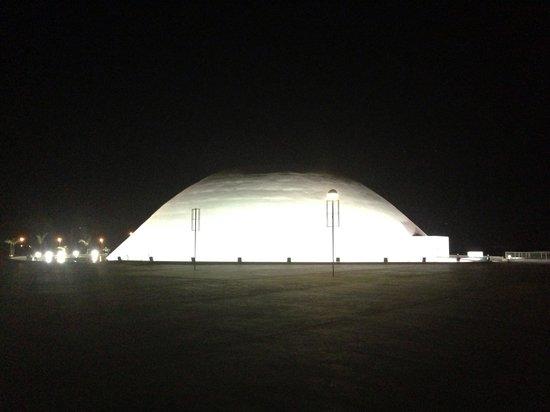 Centro Cultural Oscar Niemeyer: À noite