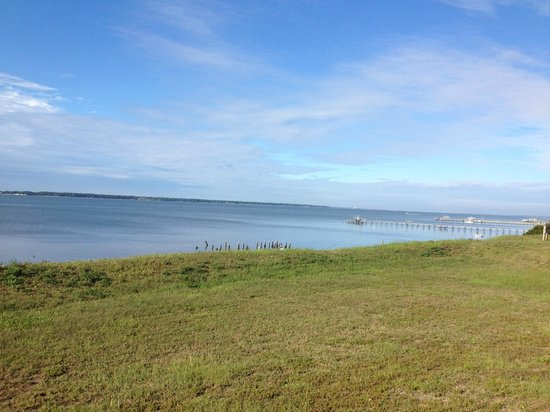 Hampton Inn Morehead City: view from hotel grounds