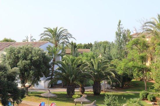 Sol Falcó All Inclusive: Vista de aproximación piscina centro desde el balcón habitación