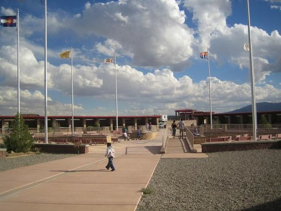 Four Corners Monument: Long view.