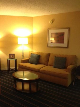 Crowne Plaza Hotel Fairfield: Sitting Area - all one big room (#501)