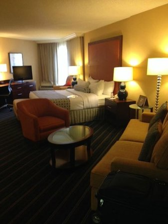 Crowne Plaza Hotel Fairfield: Room Overview #501