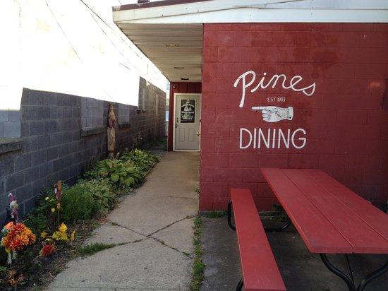 Three Pines: Dinning room entrance