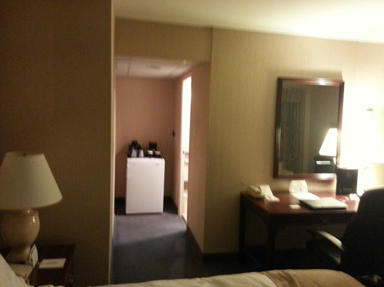 BEST WESTERN Roehampton Hotel & Suites : Different View of the Room