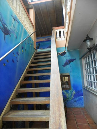 Luquillo Sunrise Beach Inn: Beatifully painted stairway up to the common area