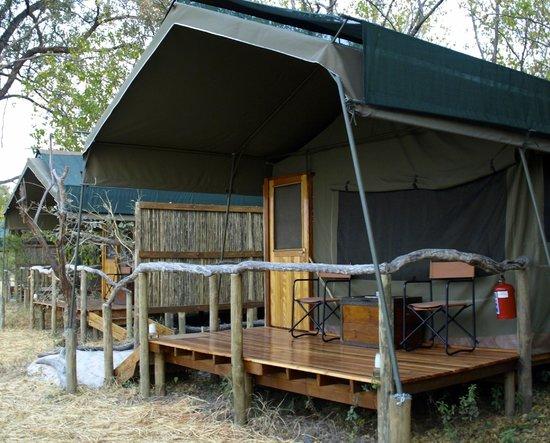Sango Safari Camp: zicht op de tent met alle conform