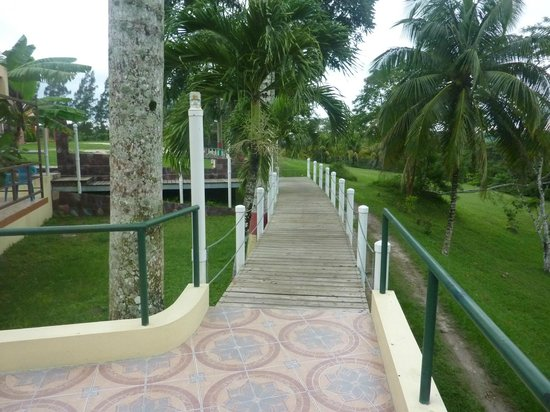Rumors Resort : Walkway from room to dining