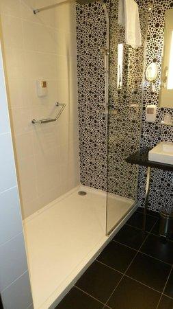 Comfort Hotel Centre Del Mon: Dusche