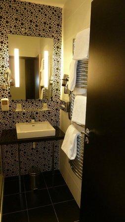 Comfort Hotel Centre Del Mon: Badezimmer mit Dusche