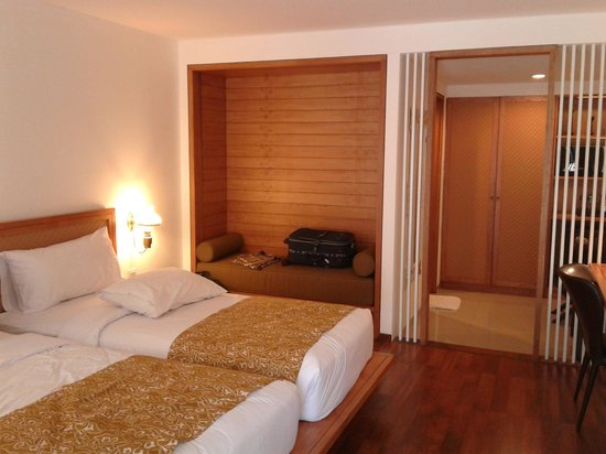 Gumilang Regency Hotel: newly renovated, wood accented executive room