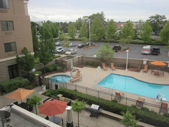 Courtyard Sacramento Midtown: Spa and pool