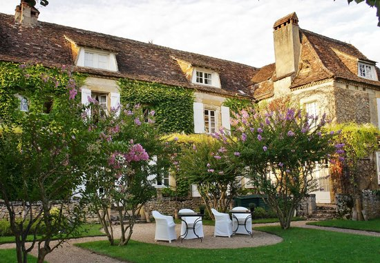 Le Vieux Logis: Beautiful gardens where we ate dinner
