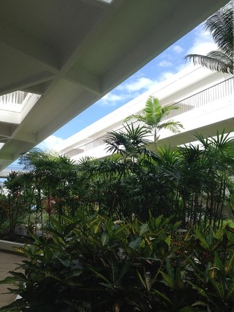 Wyndham Royal Sea Cliff: View of the interior courtyard