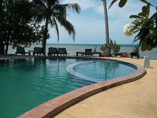 Grand Manita Beach Resort: pool area