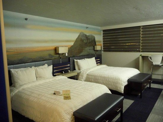 The Rushmore Hotel & Suites: Beds