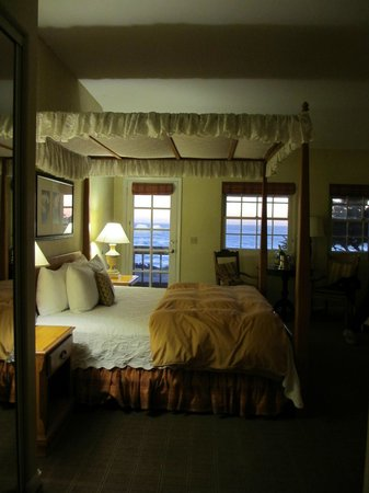 FogCatcher Inn: Another view of the room