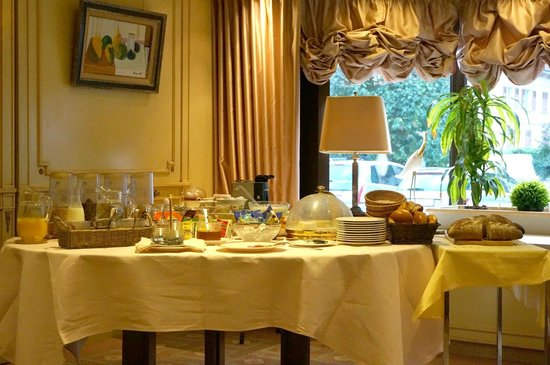 Hotel du Forum: Buffet breakfast