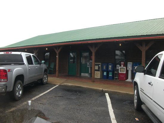 Larry's Real Pit Bar-B-Q : Front