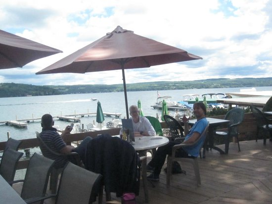 The Lakeside Restaurant Tavern Absorbing Beautiful Scenery Over Great Food And Wine