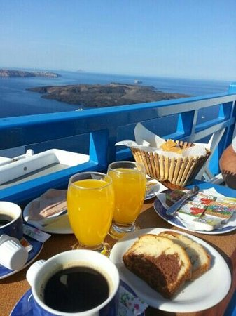 Kafieris Apartments On The Cliff: colazione sul terrazzino
