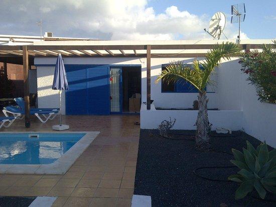 Las Marinas Villas: Pool and Patio
