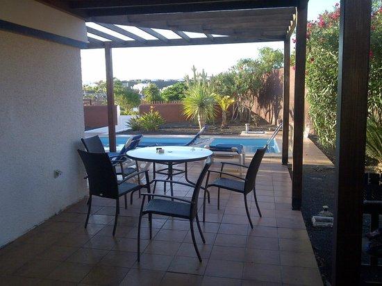 Las Marinas Villas: Side patio for lunch in the shade