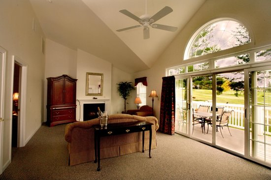 The Bethel Inn Resort : From traditional inn rooms to luxury townhomes, find over 150 guest rooms
