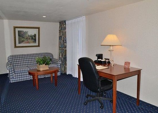 Clarion Hotel & Conference Center: guest room