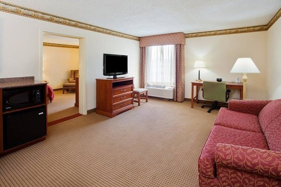 Country Inn & Suites By Carlson, Atlanta Northwest at Windy Hill Road: CountryInn&Suites WindyHill Suite