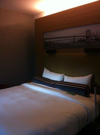 Aloft New York Brooklyn: bed