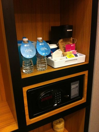 Aloft New York Brooklyn: complimentary bottled water