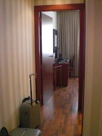 Hotel Zenit Malaga: ingresso camera