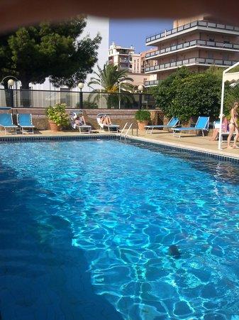 Hotel Panorama : бассейн отеля