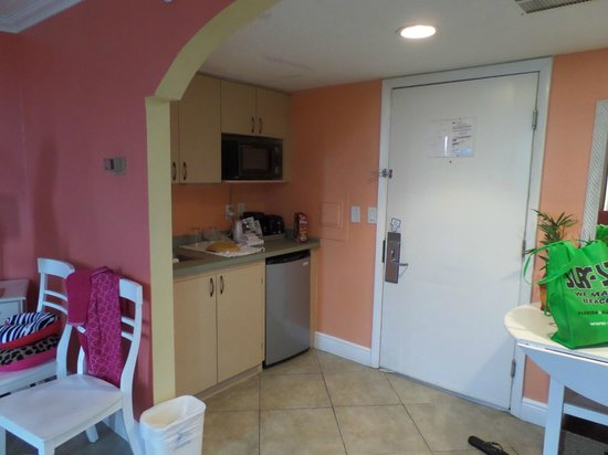 Pelican Pointe Hotel and Resort: kitchenette