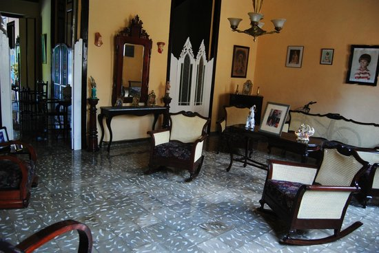Hostal Los Hermanos: Salón colonial