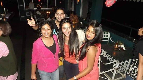 Hangout, Rooftop Bar and Restaurant: Kasauli Friends