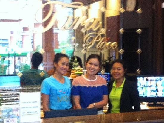 Tara Place: Lovely Cheerful Staff at front desk.