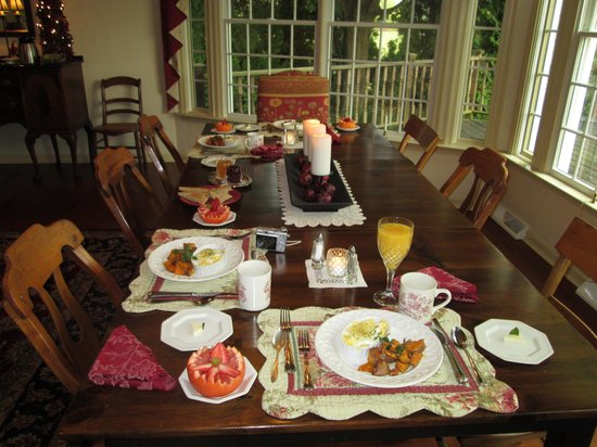 Cornerstone Farm Bed and Breakfast: One of our wonderful breakfasts.