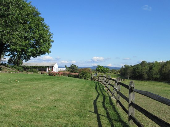 Cornerstone Farm Bed and Breakfast: Outside photo 2