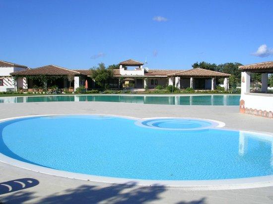 Le Tre Querce : vue sur la petite piscine pour enfants (premier plan)