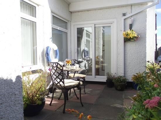 Beadnell Beach Guesthouse: Dunstanburgh Suite Entrance & Patio