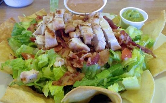 Jerry's Restaurant : Southwestern grilled chicken salad