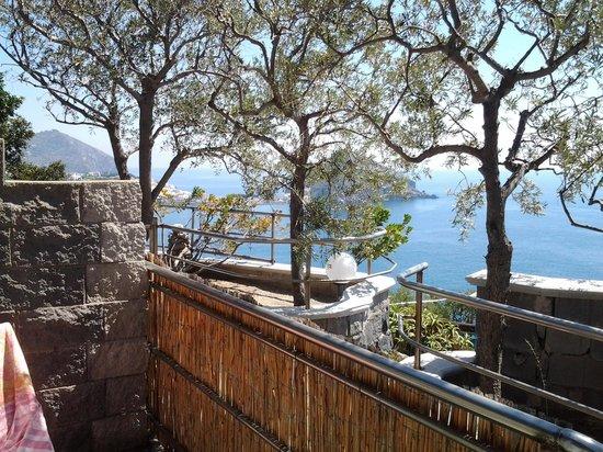 Punta Chiarito Resort Hotel Ristorante : vista verso Sant'Angelo dalla camera