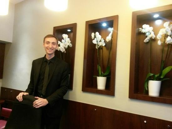 Hotel WO - Wilson Opera: The Ever-smiling Baptiste :)