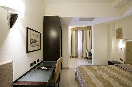 Grand Hotel Mediterraneo: Guest Room