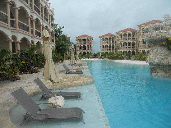 Coco Beach Resort: Pool outside the room.