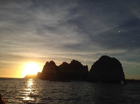 La Princesa Catamaran: Sunset beginning as we round the arch heading to the Pacific side