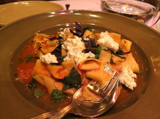 Chez Panisse : Hand-cut papadelle with light heirlom tomato sauce, basil, and fresh ricotta