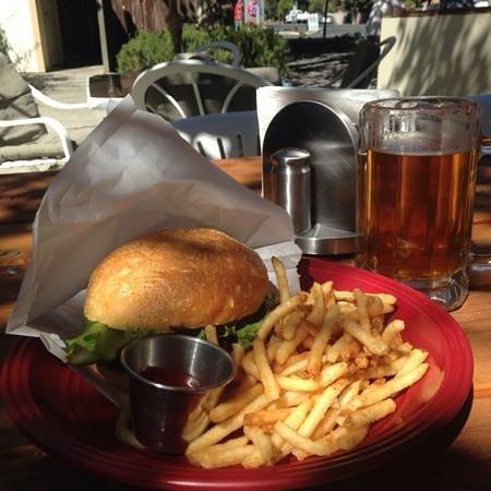 Picazo Cafe & Deli: Picazo Burger