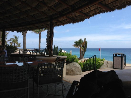 Sheraton Grand Los Cabos Hacienda del Mar: A lunch spot next to the pool(s) and the ocean